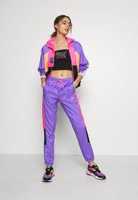 Puma - TFS OG RETRO PANTS - Pantalon de survêtement - luminous purple - 1