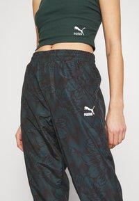 Puma - EMPOWER SOFT WOVEN TRACK PANTS - Pantalon de survêtement - greengables - 4