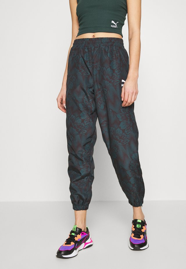 EMPOWER SOFT WOVEN TRACK PANTS - Joggebukse - greengables