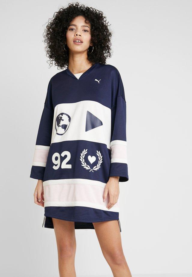 PUMA X SELENA GOMEZ HOCKEY DRESS - Korte jurk - peacoat