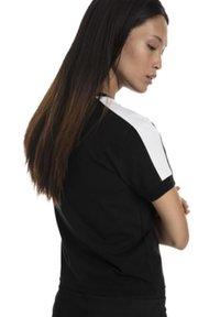 Puma - CLASSICS TIGHT TEE - Print T-shirt - black/white - 2