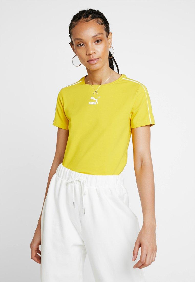 Puma - CLASSICS  - Print T-shirt - sulphur