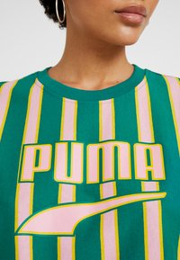 Puma - DOWNTOWN STRIPE TEE - Print T-shirt - teal green - 4