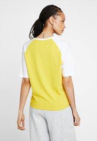 Puma - T-shirt print - sulphur - 2