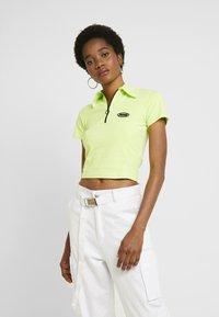 Puma - CONTOUR - T-shirt con stampa - sharp green - 0