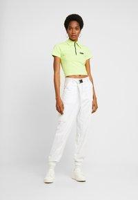 Puma - CONTOUR - T-shirt con stampa - sharp green - 1