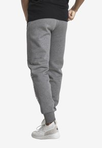 Puma - MOTOR - Träningsbyxor - medium gray heather - 2