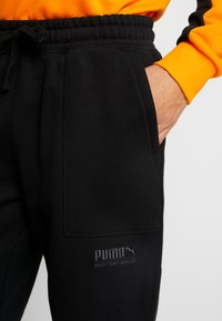 Puma - HEAVY CLASSICS PANTS - Tracksuit bottoms - black - 5