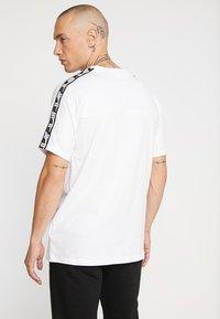 Puma - TEE - Camiseta estampada - white - 2