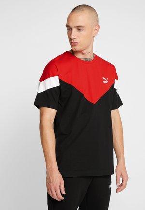 ICONIC TEE - Camiseta estampada - black/red