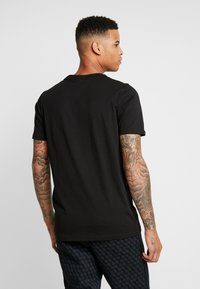 Puma - TREND  LOGO TEE - T-shirt con stampa -  black - 2