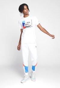 Puma - BMW GRAPHIC TEE - Print T-shirt - puma white - 1