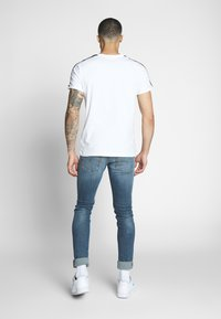 Puma - ICONIC - Print T-shirt - white - 2
