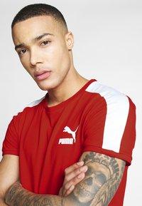Puma - ICONIC - Print T-shirt - high risk red - 4