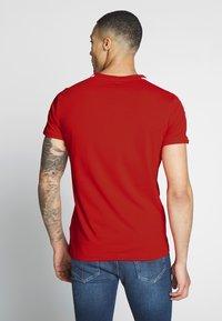 Puma - ICONIC - Print T-shirt - high risk red - 2