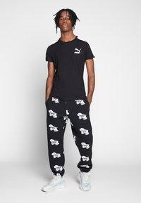 Puma - ICONIC - Print T-shirt - puma black - 1