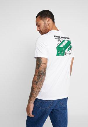 GRAPHIC TEE STREETWEAR - Print T-shirt - puma white