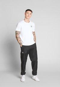 Puma - GRAPHIC TEE - T-shirt imprimé - puma white - 1