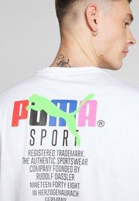 Puma - GRAPHIC TEE - T-shirt imprimé - puma white - 5