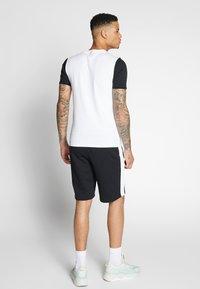 Puma - PUMA TEE - Camiseta estampada - puma white - 2