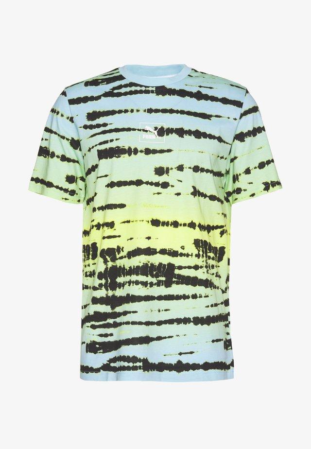 TIE DYE TEE - T-shirts med print - aquamarine
