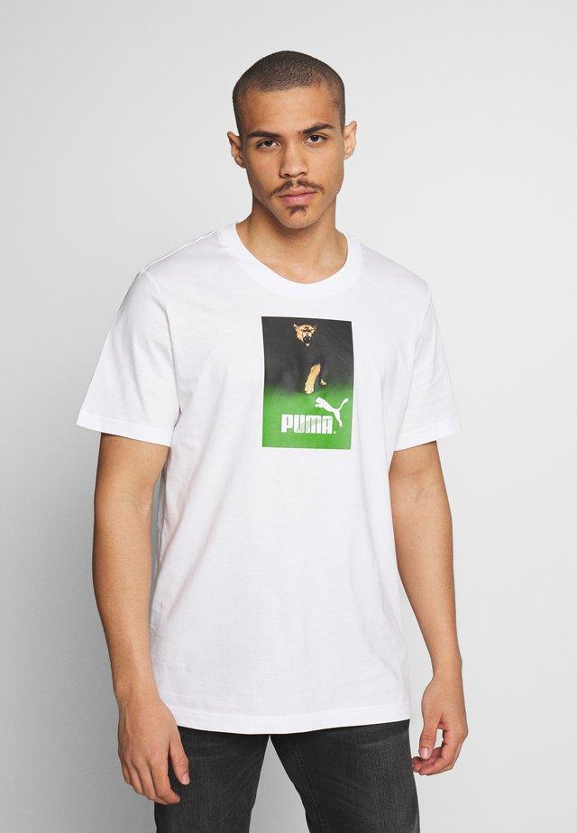 RETRO AD GRAPHIC TEE - T-shirt z nadrukiem - white