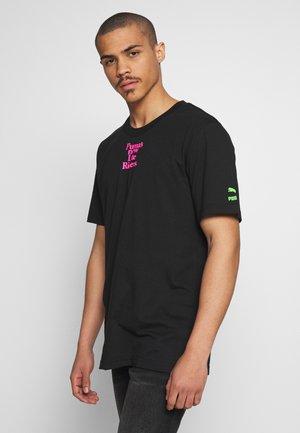 RETRO AD GRAPHIC TEE - T-shirt z nadrukiem - puma black