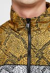 Puma - SNAKE PACK JACKET - Leichte Jacke - orange