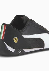 Puma - FERRARI R-CAT - Sneakers basse - black/white - 7