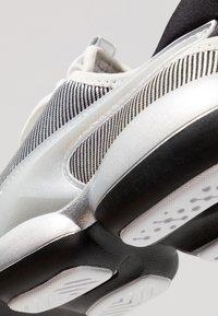 Puma - MODE XT SILVER - Sports shoes - glacier gray/black - 5