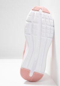 Puma - ENZO BETA - Neutrální běžecké boty - bridal rose/white - 4