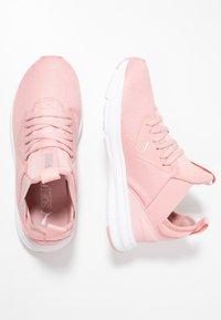 Puma - ENZO BETA - Neutrální běžecké boty - bridal rose/white - 1