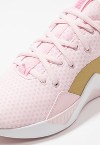 Puma - INCITE SWEET - Obuwie treningowe - barely pink/gold/purple - 5