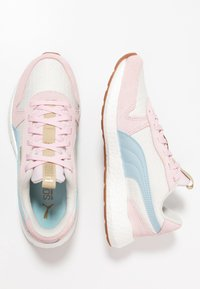Puma - NRGY NEO RETRO SWEET - Zapatillas de running neutras - whisper white/barely pink/light sky