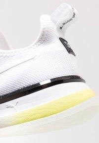 Puma - SG SLIP-ON DROP 1 - Sports shoes - white/black - 5