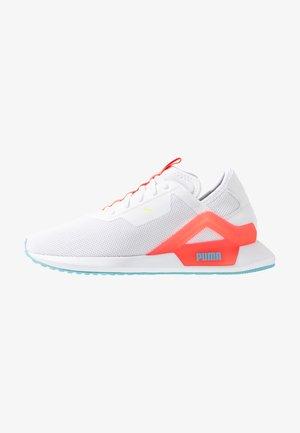 ROGUE X  - Neutral running shoes - white/pink alert