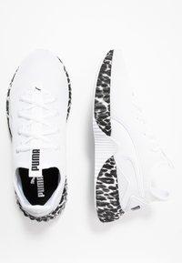 Puma - DEFY LEOPARD - Sportovní boty - white/black - 1