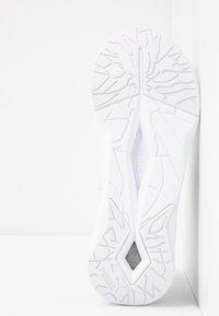 Puma - LQDCELL SHATTER XT LUSTER - Gym- & träningskor - white - 4