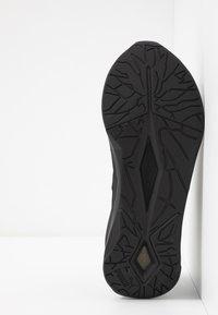 Puma - LQDCELL SHATTER XT LUSTER - Sports shoes - black - 4