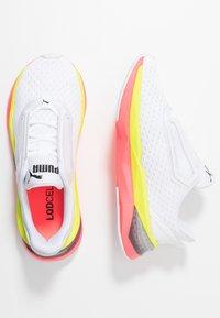 Puma - LQDCELL SHATTER XT - Gym- & träningskor - white/pink alert - 1