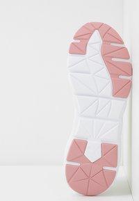 Puma - WEAVE XT SHIFT - Sports shoes - pastel parchment/white - 4