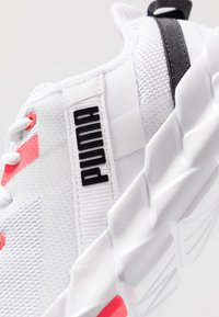 Puma - WEAVE XT - Zapatillas de running estables - white/pink alert - 5