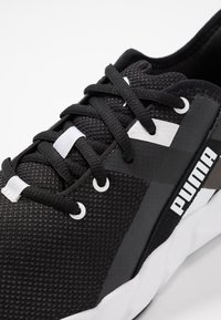 Puma - WEAVE XT - Obuwie do biegania Stabilność - black/white - 5