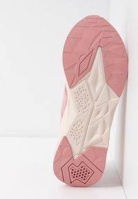 Puma - CELL PLASMIC - Sportovní boty - bridal rose/pastel parchment - 4