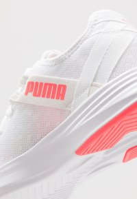 Puma - RADIATE XT PATTERN WN'S - Obuwie treningowe - white/ignite pink - 5