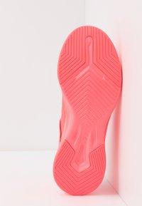 Puma - RADIATE XT PATTERN WN'S - Sports shoes - ignite pink/white - 4