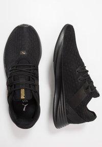 Puma - RADIATE XT PATTERN WN'S - Zapatillas de entrenamiento - black/metallic gold - 1
