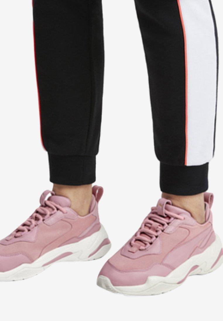 Puma - THUNDER FIRE - Neutral running shoes - pink