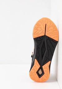 Puma - LQDCELL SHATTER TR FM  - Sports shoes - tapioca/black - 4