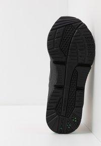Puma - LQDCELL OPTIC FM - Obuwie do biegania treningowe - black/fizzy orange - 4